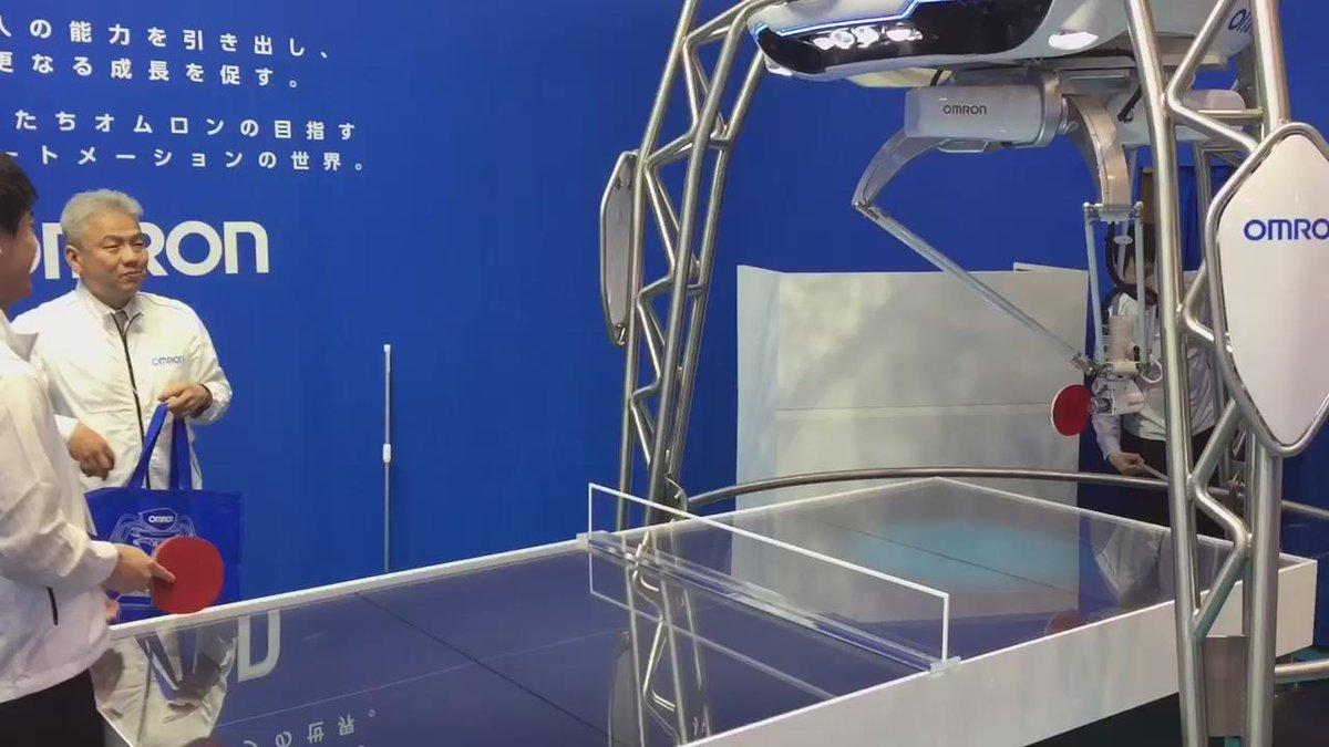 先日とある展示会で見かけたオムロンの卓球マシン。 打ち返すのはもちろん、返球位置を表示出来るのが凄すぎる!! https://t.co/bClAd6Kk8b