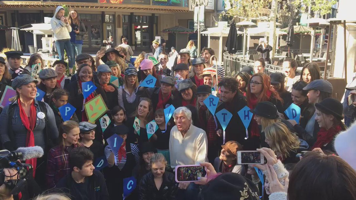 A morning at @TheGroveLA singing with @iammrvandy for his 90th birthday? Yeah, that happened.   #dvdturns90 https://t.co/PoZ2YEgHh6