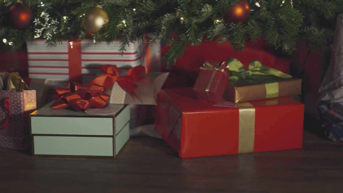 Have a few more gifts to wrap, but not enough paper? #PrimeNow delivers until midnight https://t.co/McXu89mNdm https://t.co/LslayN6lyI