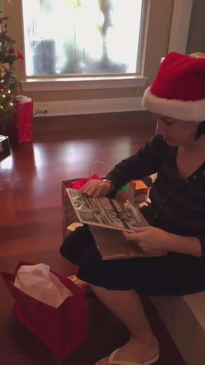 When you hook up @ChloeeJoy 's mom with a @_fournette autographed magazine...  #LSUChristmas https://t.co/oxYNizpoNV
