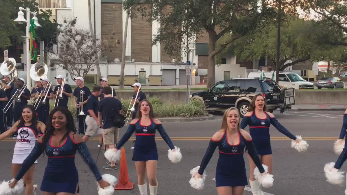 @UConnBand @UConnCheerTeam at St Petersburg Bowl block party for @UConnFootball #uconn https://t.co/p21PR6UfoA