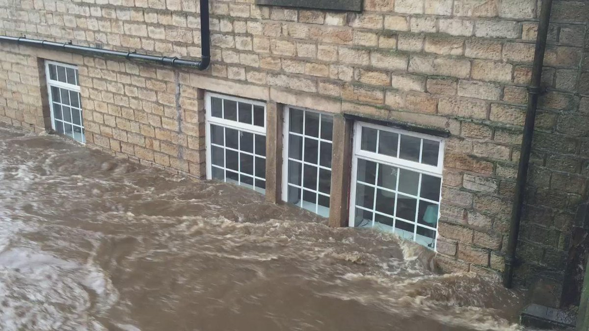 View from the bridge on High Street Uppermill. https://t.co/SsWfxGb6Kr