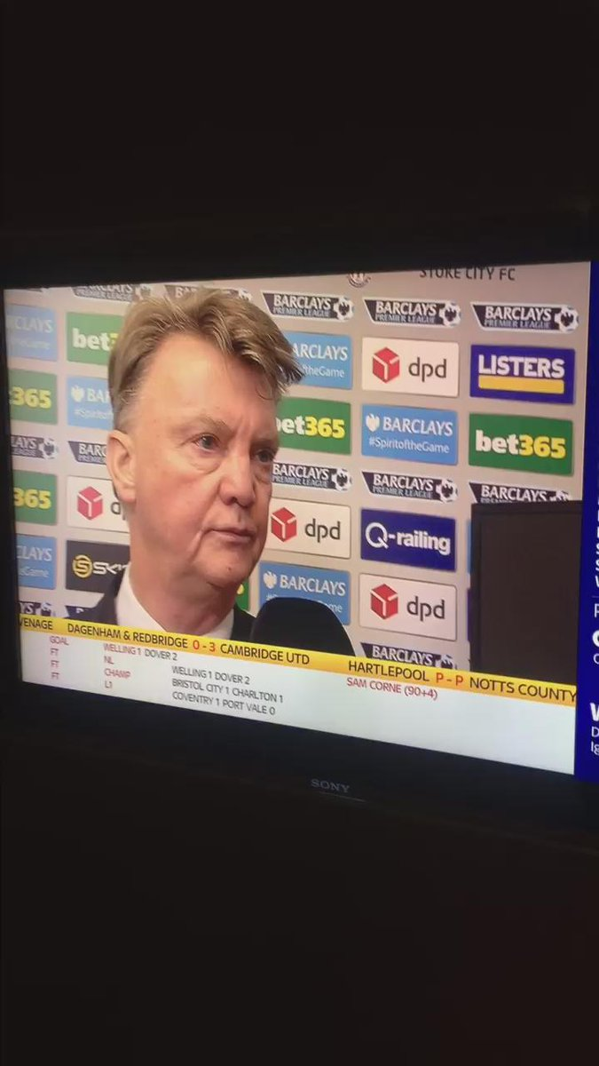 If looks could kill.... #mufc #lvg https://t.co/900dzVRT5K