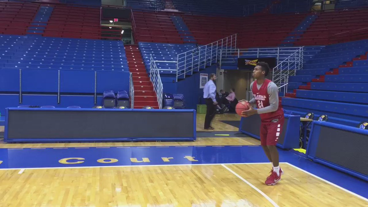 Limited to 30 seconds worth of proof, but just watched @buddyhield drain 34 3-pointers in a row. #Sooners https://t.co/cQzEkykZyb