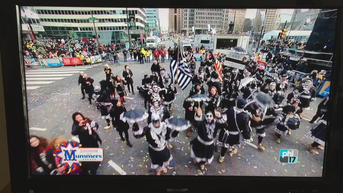 @KISSOnline @genesimmons @shannonleetweed @CARALIOM #MummersParade #Newyears2016 #parade Gene they strutted for you! https://t.co/WDKOQgMDer