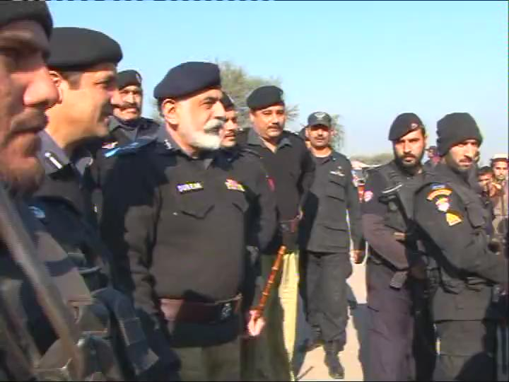 IGP KP Durrani visited village in Badhber, adjacent to Tribal Area, met w/ locals & inquired about working of Police https://t.co/fFPAUMaWpr
