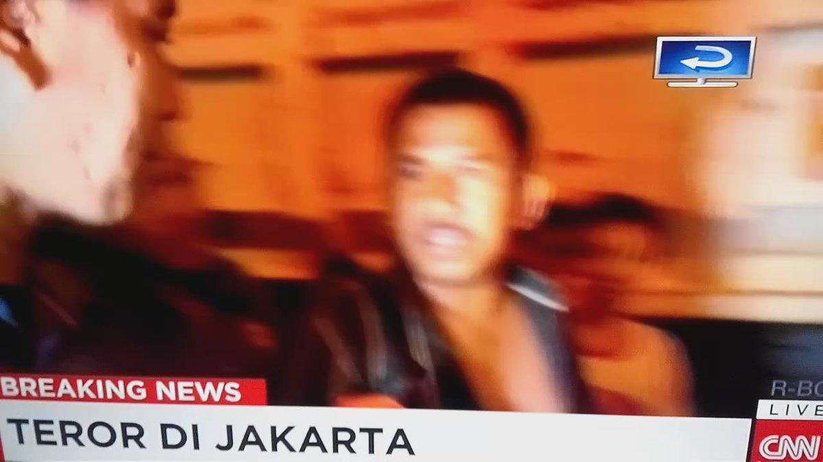 Wawancara CNN ID dengan supir truk yg bannya meledak dan dikira ledakan. Bikin ngakak !!