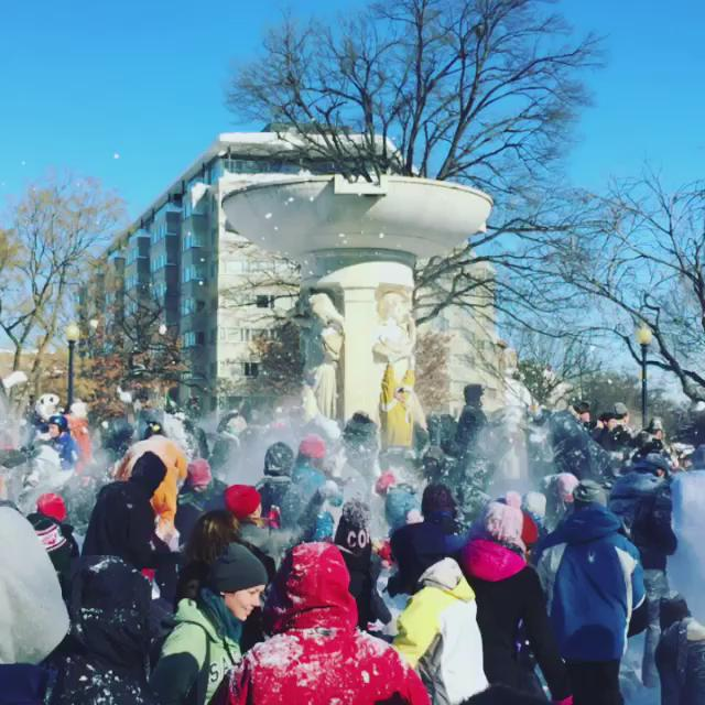 The Great Dupont Circle #Snowball Fight of #2016 #blizzard #snow #washingtondc #dc https://t.co/ygyJilG4Cs