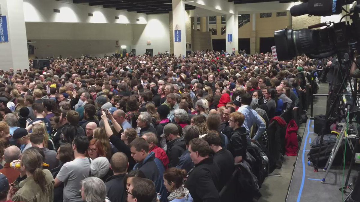 Another view of the crowd at St. Paul Rivercentre. Sanders might be trailing in MN...but no enthusiasm gap. https://t.co/bkcOUJ7Bjp
