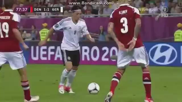 RT @SjorsvVeen: Was thinking about Mesut Özil and still don't know how he got the idea to play this pass.   https://t.co/wezlIDLLCU