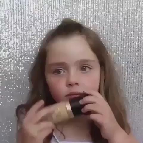 Bêbada - um minuto de silêncio para essa criança q se maquia melhor q eu