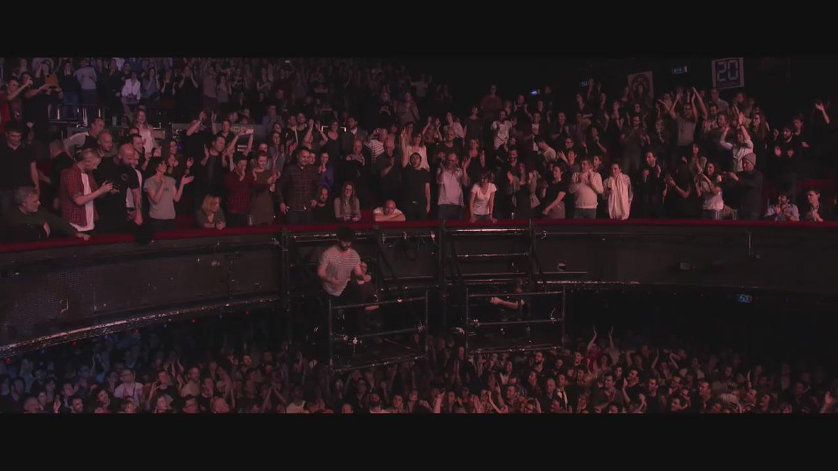 Missed this epic jump last night? Well, @foals show is now on replay on @ARTEconcertFR! https://t.co/M9bzilPiYf https://t.co/2kf5RyoiT1
