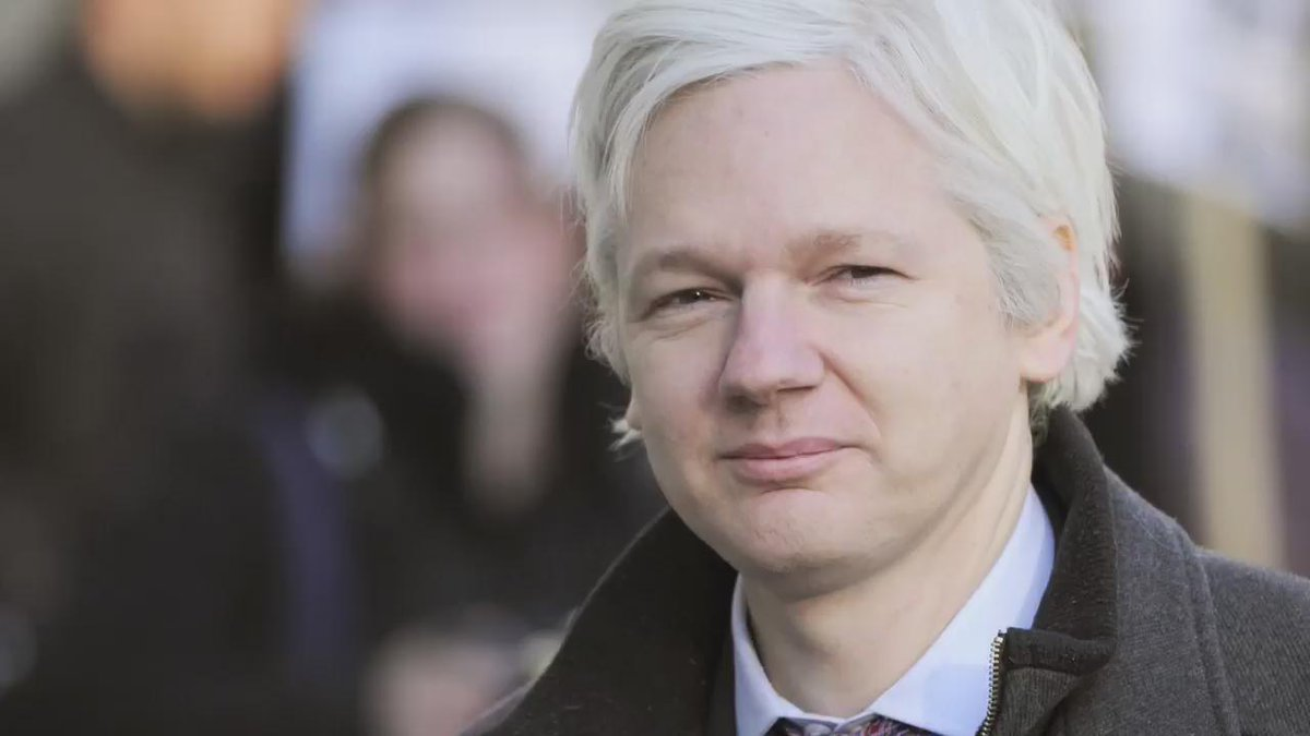 Analysis: Julian #Assange is free to walk. But how far?  https://t.co/PgxKXhpKZJ @wikileaks https://t.co/jEJQ0Q3Cmh