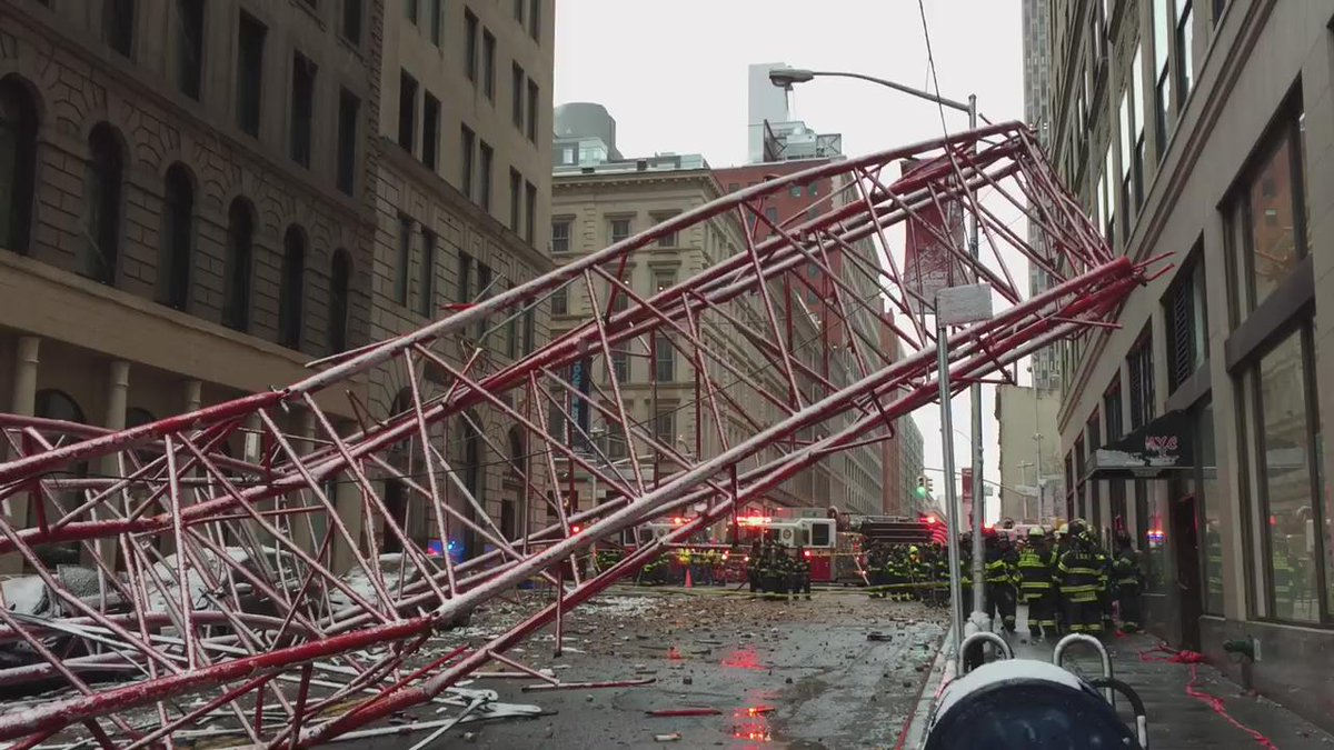 New video of collapsed crane from Bobby grandone @fox5ny https://t.co/d9iSTHXwPl