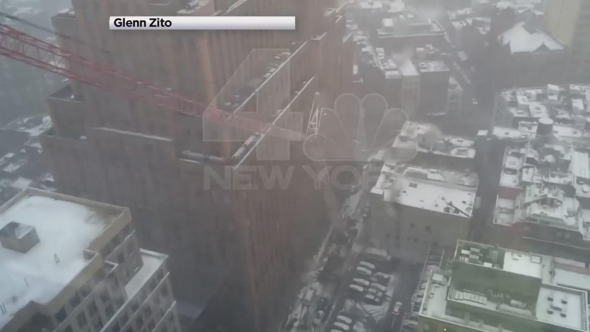 of the moment a crane collapsed today in lower Manhattan: via @NBCNewYork