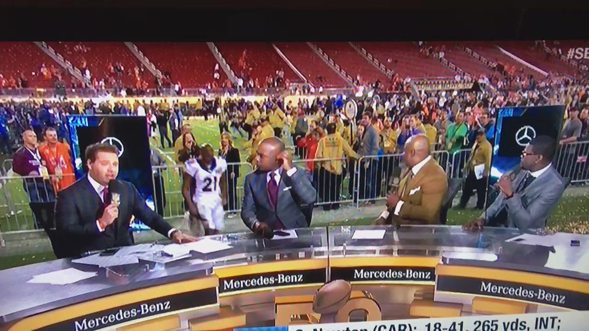 Talib falls off the stage on live TV! What an entrance! https://t.co/PAtqowyurL