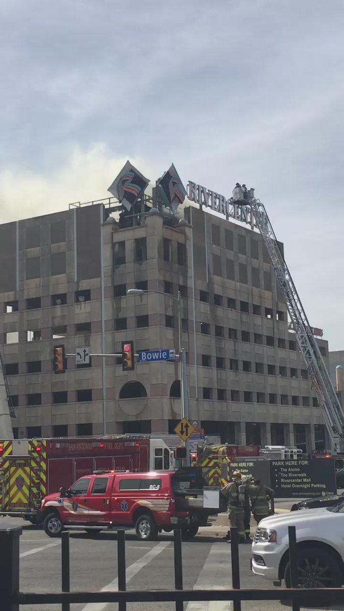 KSATnews @ryanloyd reporting on Rivercenter fire.