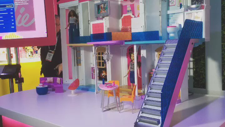 Party mode with @Barbie new Smart House from @Mattel! #toyfair2016 #toyfair https://t.co/e3Vfq4w5uu