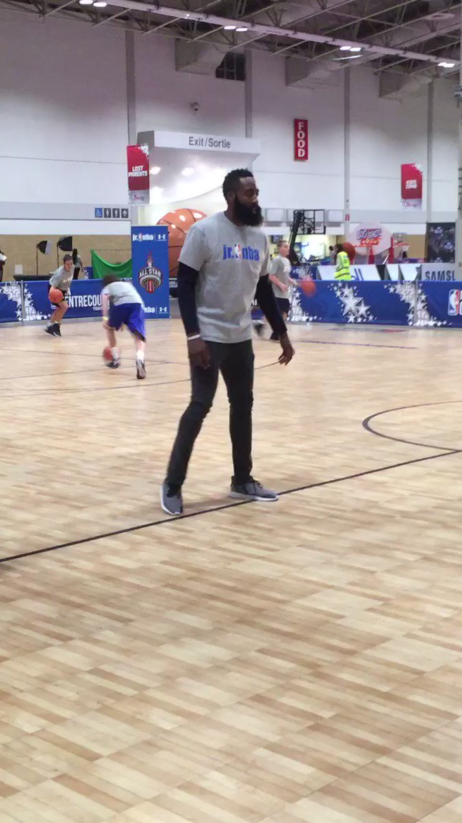 James Harden teaching defense........ #rockets https://t.co/JXGpnsHwCA