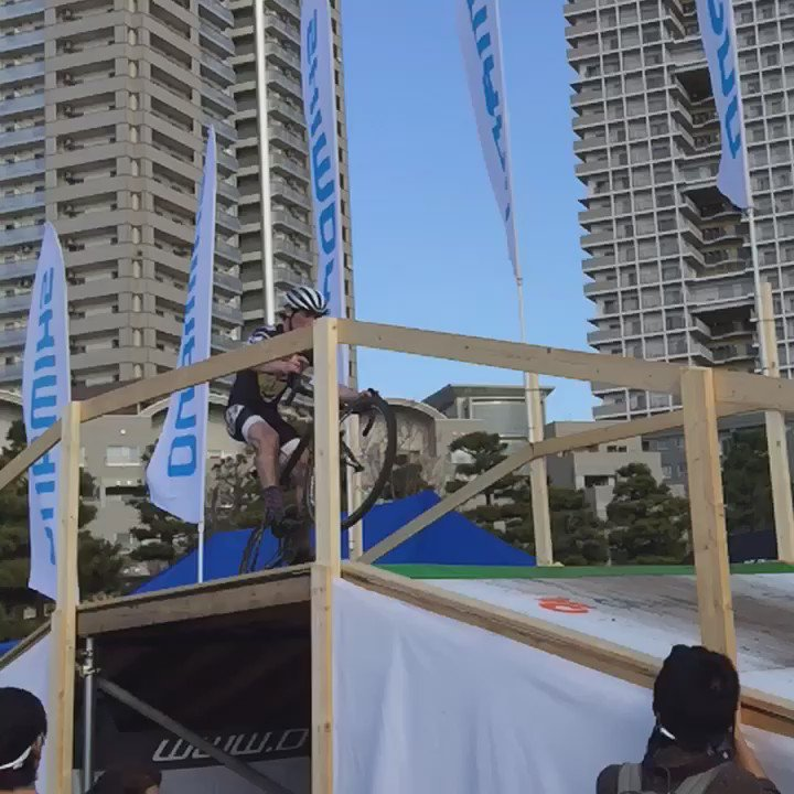 踊る @zachmcdonald #cxtokyo #cxjp #cyclocross https://t.co/wilxd1KEUR