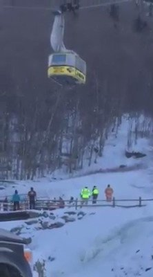 People being rescued off stuck tram at Cannon Mountain in NH. BREAKING