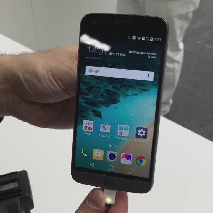 Coup d'œil sur le design du #LGG5 et de sa batterie interchangeable #01netmwc16 https://t.co/15a7AjWpuR