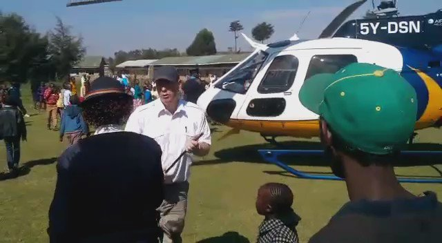 Pilot caught on camera harassing a lady cop as DP @WilliamsRuto attended a church service in Nyandarua on Sunday. https://t.co/AwSAtaihdl