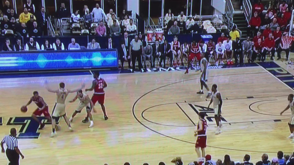 Sweet pick and roll from Snider to Onuaku for a nasty dunk https://t.co/zDKE5LAjMJ