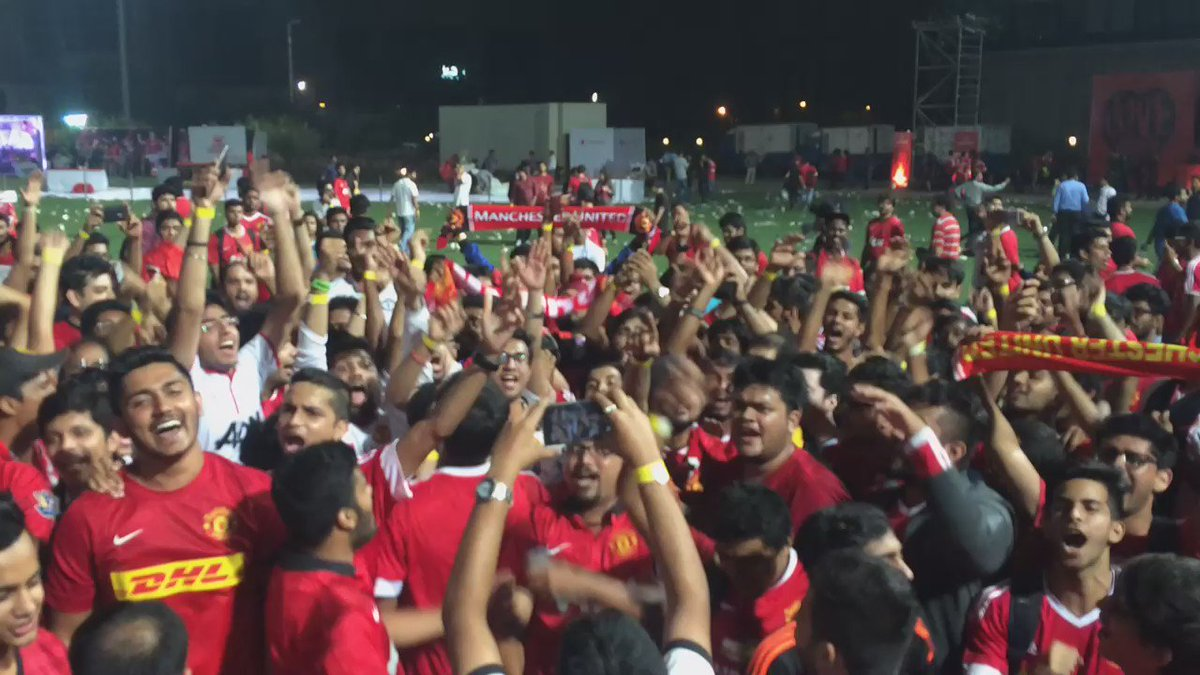 """Horny, horny Man United"" in Mumbai #ILOVEUNITED https://t.co/pnIXRw1edy"