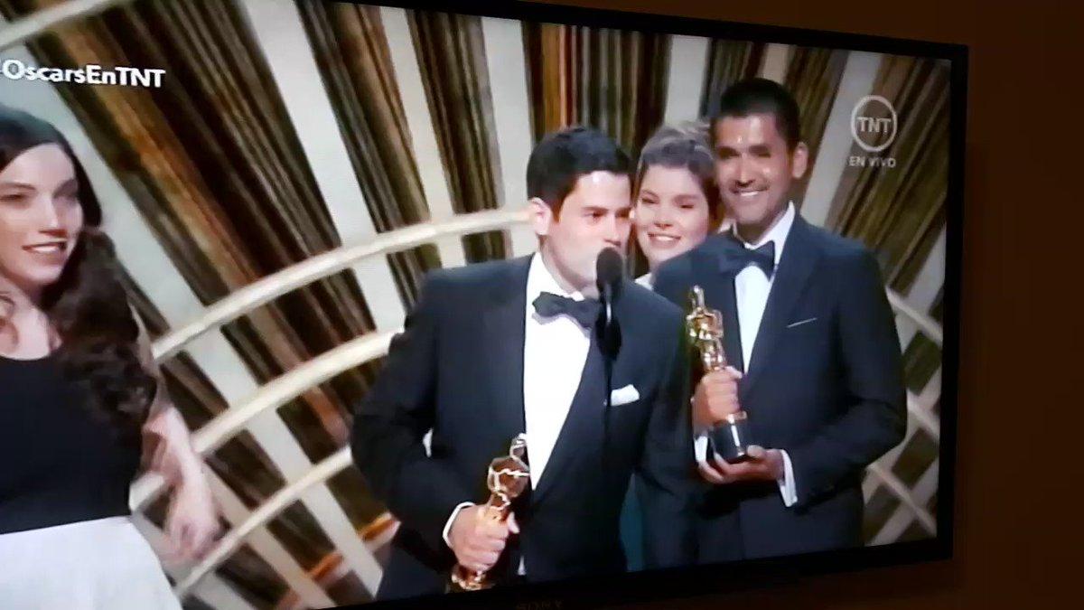 Genial!!! #OscarsEnTNT AL FIN RECONOCIMIENTO AL TRABAJO!!!! BENDICIONES!!!! https://t.co/Jg6gTt7M5S