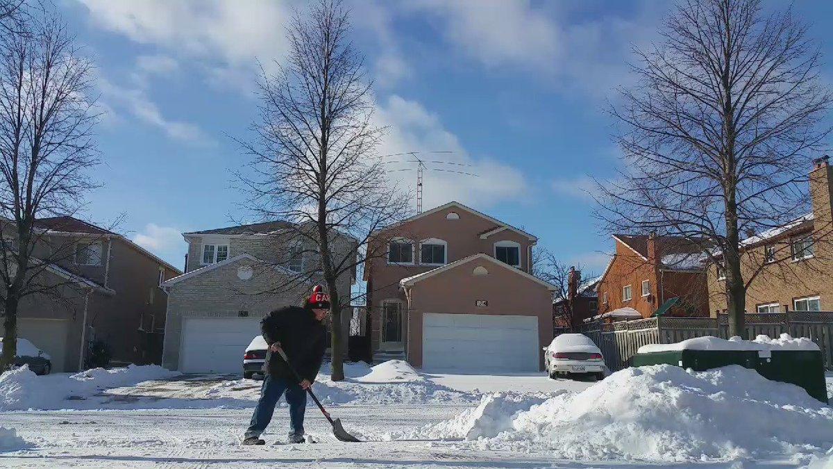 When you finish shoveling, you have to Bautista bat flip the shovel in celebration. @JoeyBats19 #Batflip #ShovelFlip https://t.co/bUyRTAuf7k