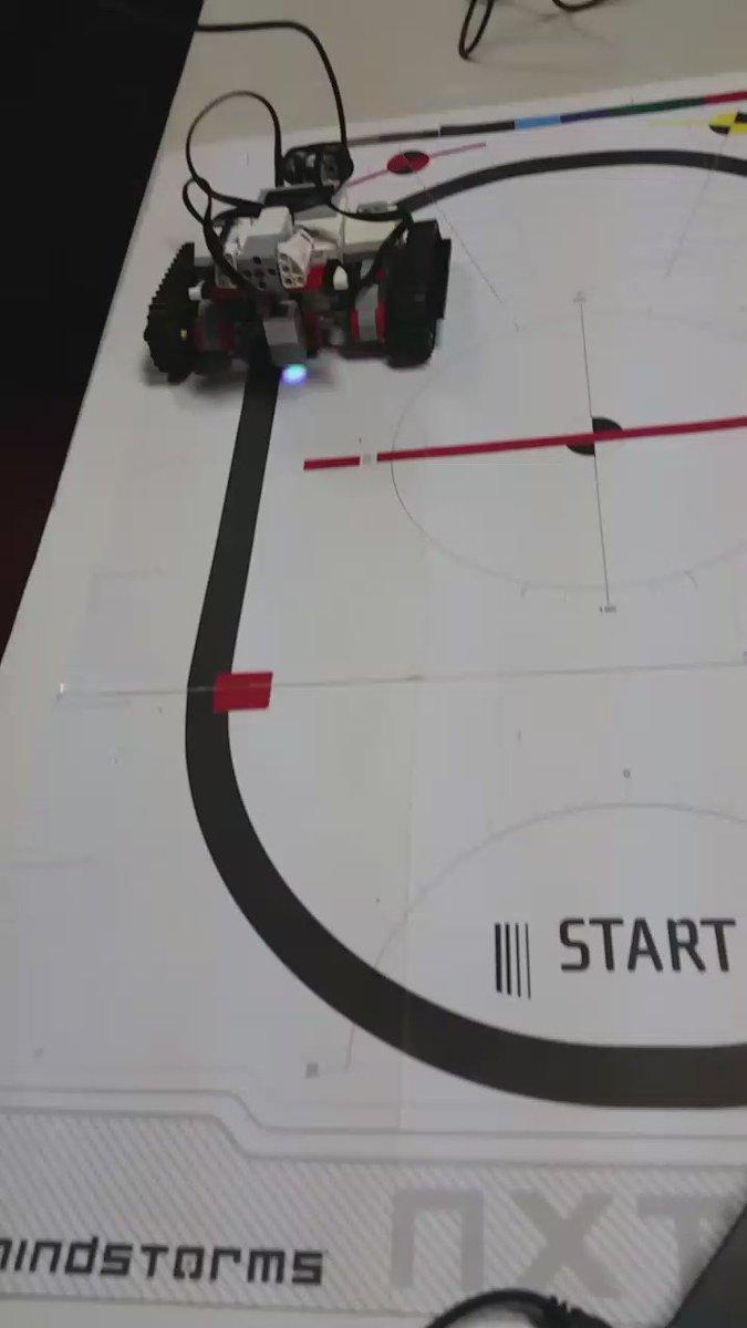 لقطة من دورة #برمجة_الروبوت  الخميس الماضي.. كورس لطيف لطيفة خفيف و ممتع..💿💻  @SEU_UQU ✌😊