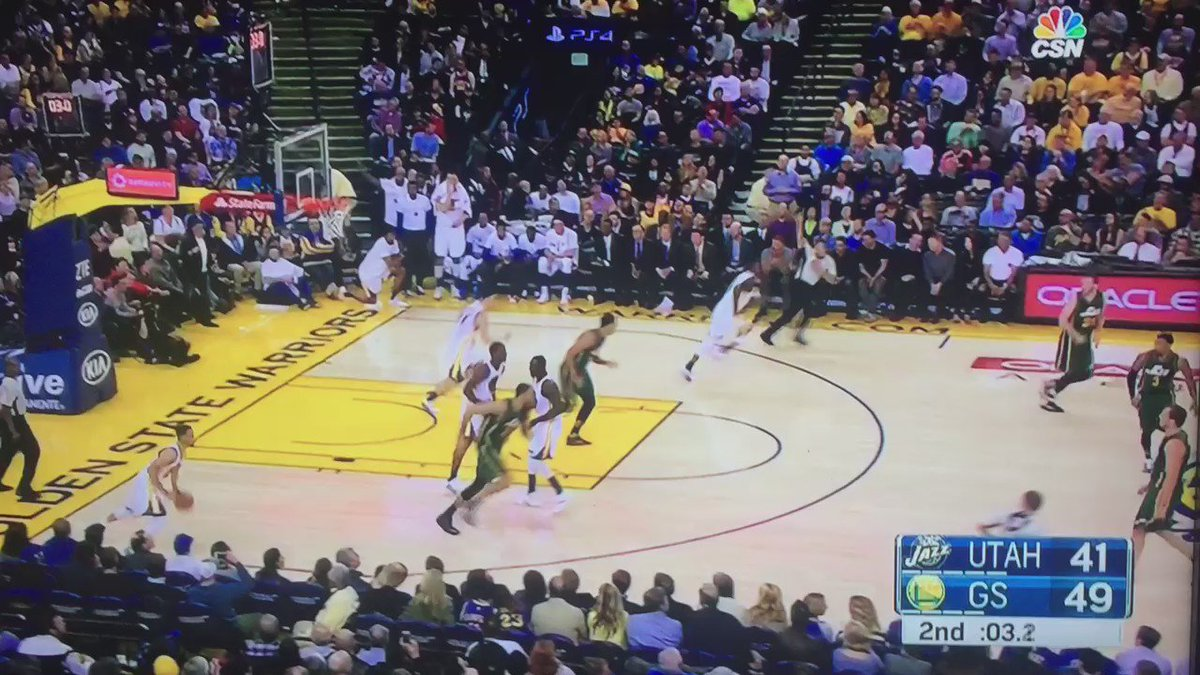 Steph Curry does it again https://t.co/5k1lsTKspM