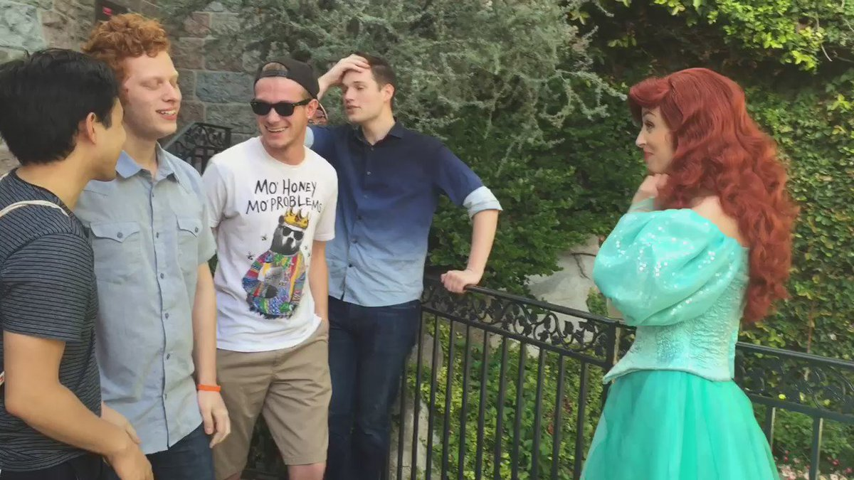 We had to show appreciation for our favorite Disney princess acapella style! @Disneyland https://t.co/QyvgOmQAWW