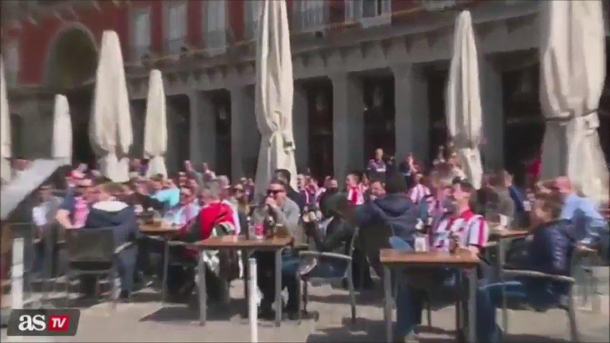 UTANÇ: PSV taraftarları Madrid'de mültecilere bozuk para atarak eğleniyor. https://t.co/aKOtRjWFGT