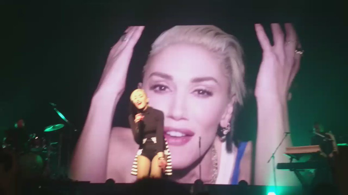 @gwenstefani I had the time of my life at the show!!Exactly,Priceless