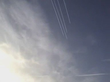 4 planes side by side spraying #Chemtrails https://t.co/XCYFacRZOU