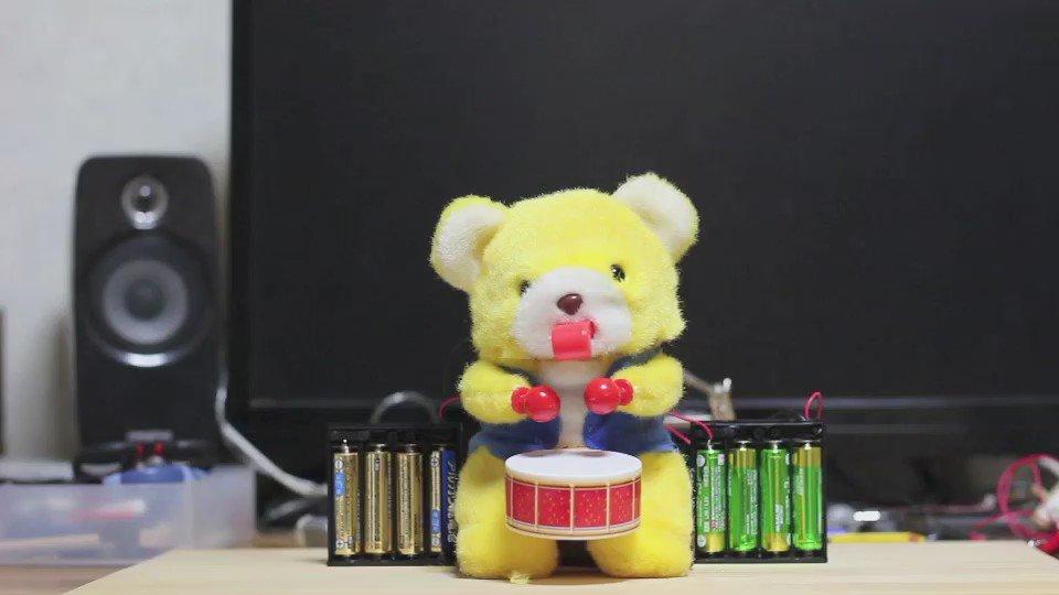 太鼓を叩くクマのおもちゃにプラズマダッシュモーター入れて12Vで動かしたらめちゃくちゃ速くなった  https://t.co/K5xmO4OxYP https://t.co/isKP6eSm0t