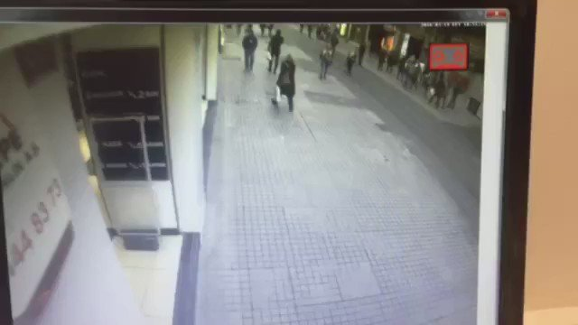 #Taksim İstiklal Caddesi'nde bombanın patlama anı kameralara yansıdı. https://t.co/dJatf6FwVR https://t.co/MqPOsjRTFP