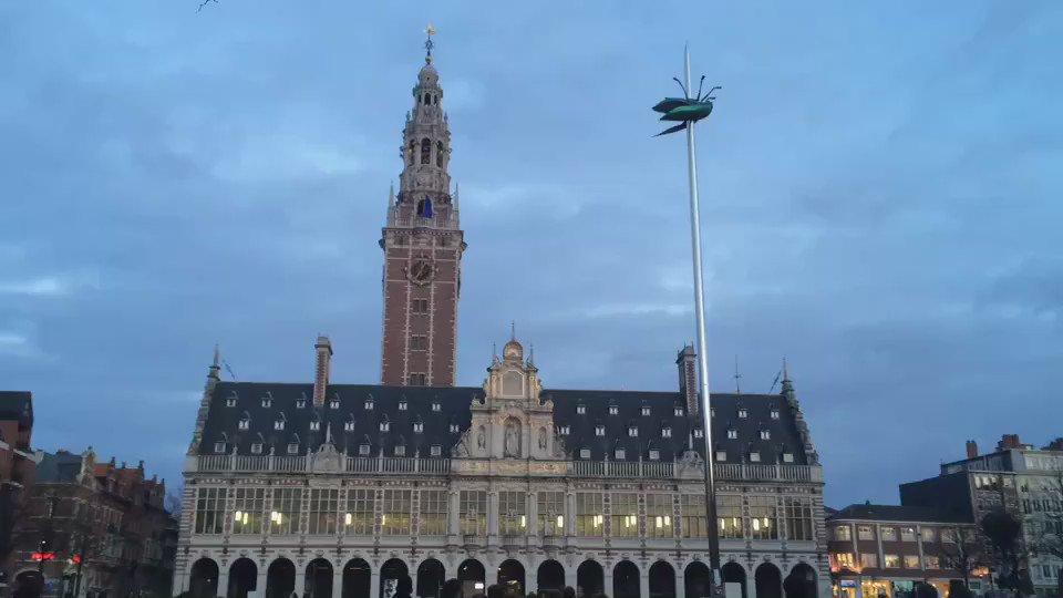 Hope must survive #Brussel Daarom speelde de beiaard van Universiteitsbibliotheek vanavond Imagine van John Lennon https://t.co/cq05SeM3cQ