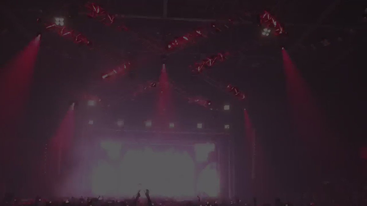 That moment when a song brings the entire crowd together on the same vibe... https://t.co/PVp2hO67js