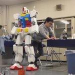 二足歩行ロボットが作れるなんてすごいな…。ガンダム!かっこいいな。