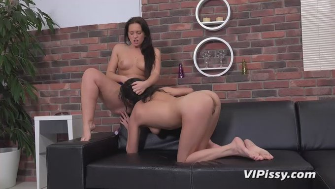 Fuck vanilla porn! If you like intense lesbian piss fun, you'll LOVE https://t.co/0XCvr9Neie!  The girls