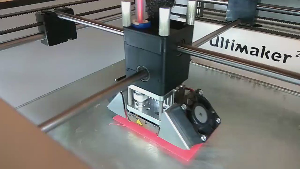 Must watch...! 3D printing box for Ultrasonic Sensor.  #fablabcept #GenuinoDayAhmedabad #AEFest #geunioday https://t.co/XD93PQkAQG