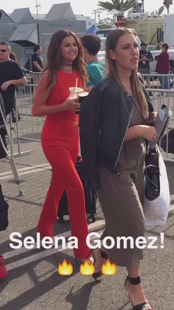 .@selenagomez bringing the heat to the iHeartRadio Music Awards! More on @glamourmag on snapchat! https://t.co/pyQyft9AEZ