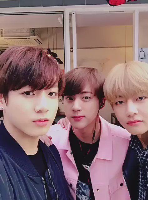 Here's a video of the winking babies taekookjin 😉 to brighten up your day!