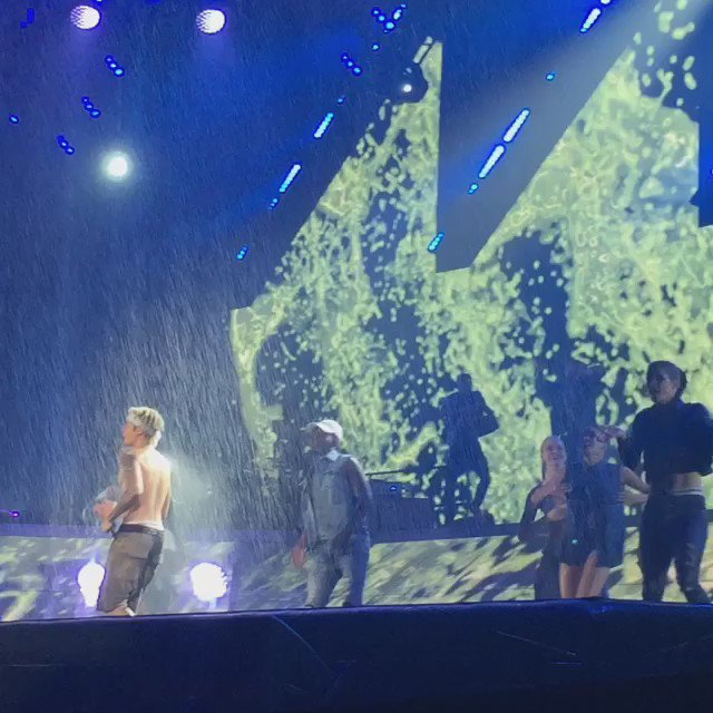 We're sorry his night has to end! Thanks for an amazing show @JustinBieber #PurposeTourKansasCity #BieberInKC https://t.co/s7ck5tVuMO