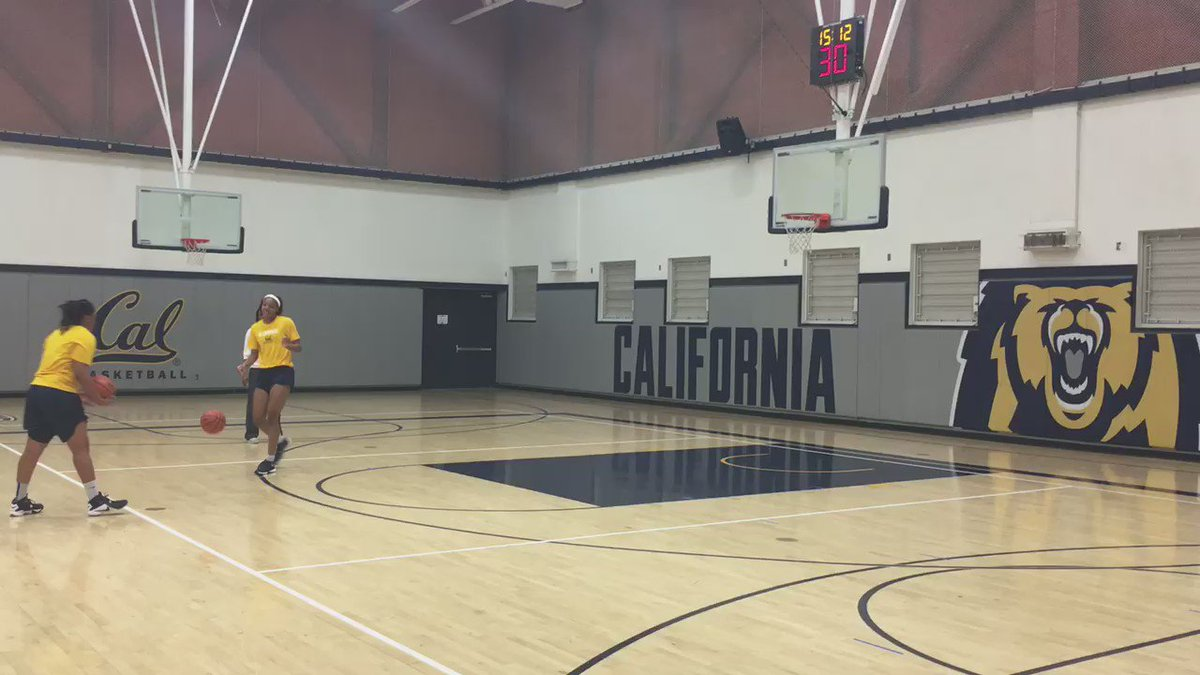 .@KristineAnigwe Dunking in drills now like it's nothing. @21charmin likes it- her cheer is classic