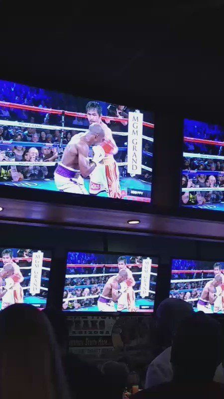 Pacquiao just landed a clean knockdown on Bradley in Round 9!! It's lit. #PacBradley https://t.co/pUC0R9Nk5i