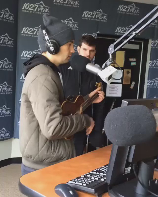 Tyler from @twentyonepilots is here warming up ahead of their first sold out show in Vancouver tonight! https://t.co/hFfdSwtX29